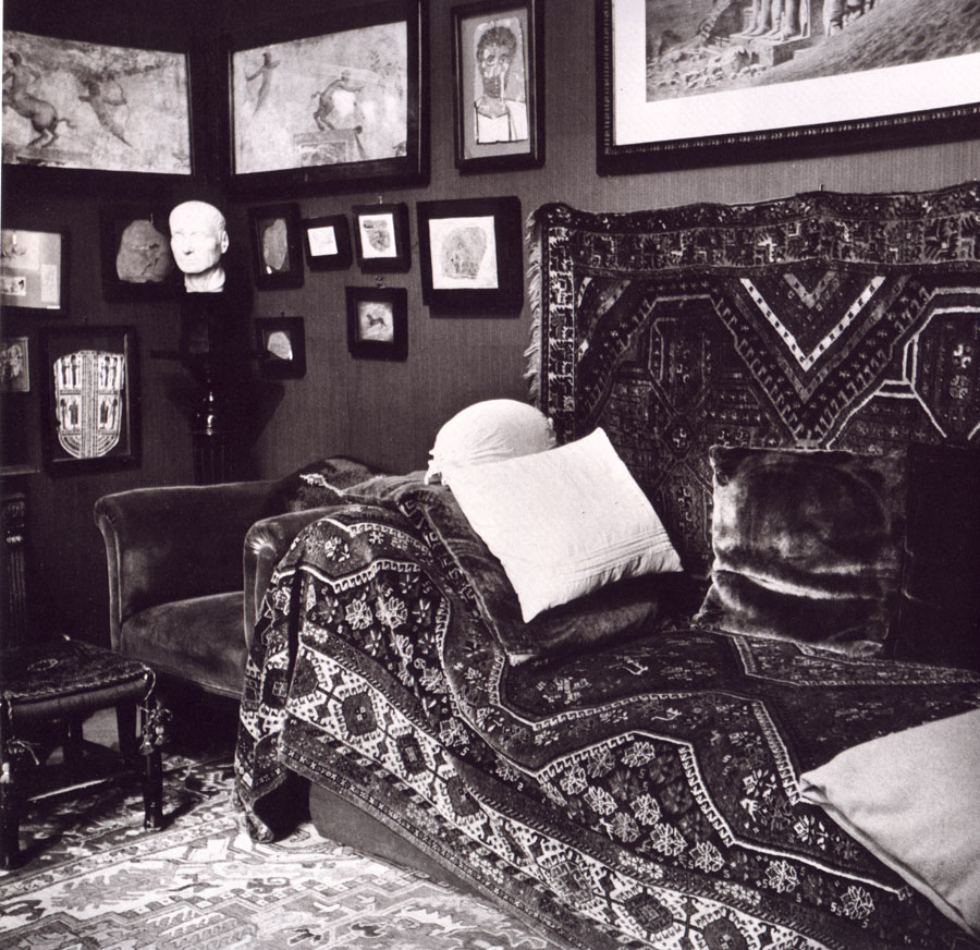 Freud couch images galleries with a bite for Divan vintage